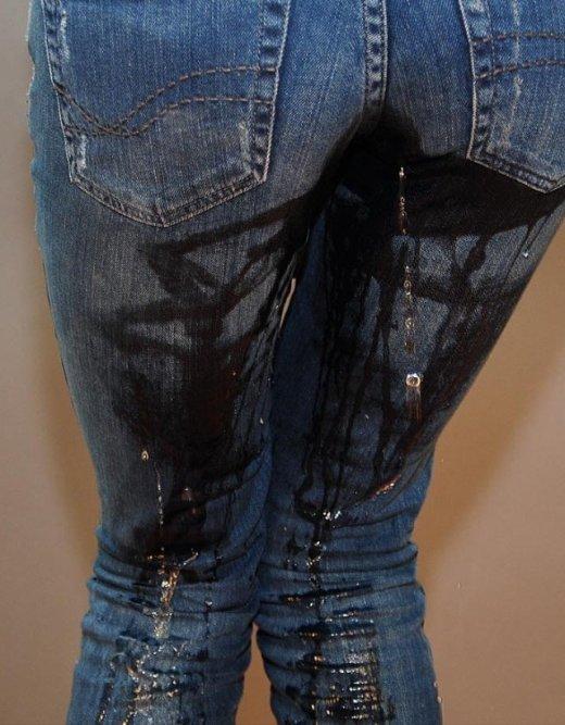 【エロ画像】ズボンかパンツ穿いたままお漏らししてる姿に興奮しちゃう変態向けの画像ですw 01