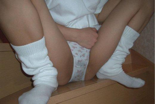 【エロ画像】ズボンかパンツ穿いたままお漏らししてる姿に興奮しちゃう変態向けの画像ですw 03