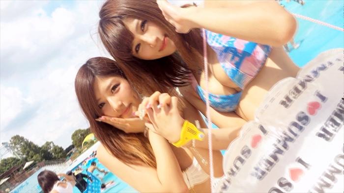 【素人エロ画像】夏はまだ終わらない!女子大生水着ギャル2人と3Pしちゃったww 000