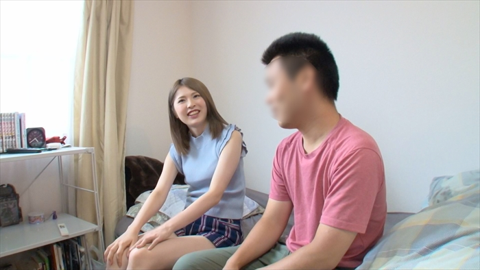 【新・素人娘】パイパン素人娘が素人男性宅に派遣されリアルなHを披露ww 16