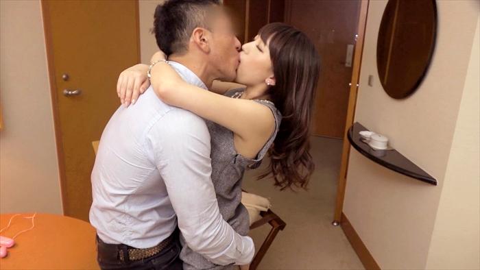 【素人エロ画像】彼氏とのSEXでは満足できなくなった女駅員の痴態がエロいww 04